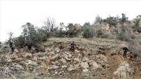 Düşme tehlikesi olan kayalar temizleniyor