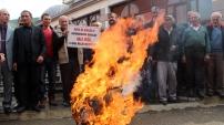 Referandum sandığını yaktılar