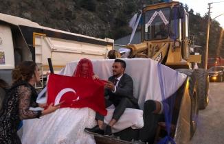 Torul'da dev kepçe gelin arabası oldu
