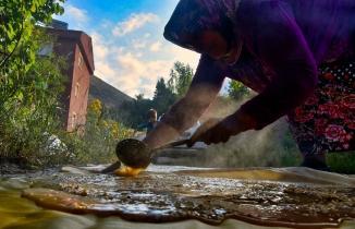 Gümüşhane kırsalında 2 aylık pestil mesaisi başladı
