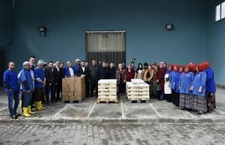 Varan'dan kınalı kuzulara doğal enerji kaynağı pestil ve köme