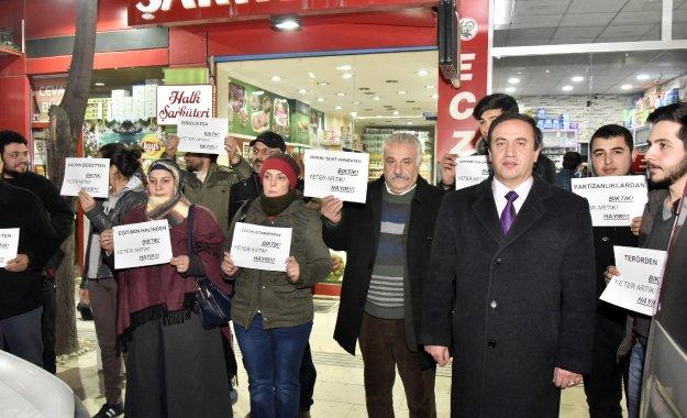 CHP'den Gümüşhane'de 'Sessiz ayakta duruyorum' eylemi