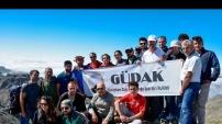 Gümüşhaneli dağcılardan Bayburt'un en yüksek zirvesine tırmanış