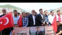 Tunceli'de kaçırılan öğretmenimiz için Cuma namazı çıkışında dua edildi