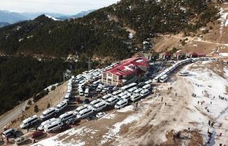 Zigana kayak merkezinde araç park edecek yer kalmadı
