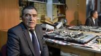 43 yıldır takım elbisesiyle televizyon tamir ediyor